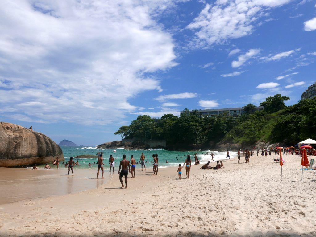 Пляж под фавелой Видигал у отеля Sheraton